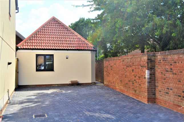 Thumbnail Detached bungalow for sale in Froment Way, Milton, Cambridge