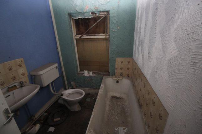 Bathroom WC of Uxbridge Street, Burton-On-Trent, Staffordshire DE14
