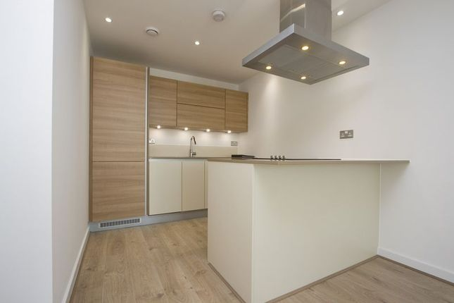 Thumbnail Flat to rent in Station Street, London
