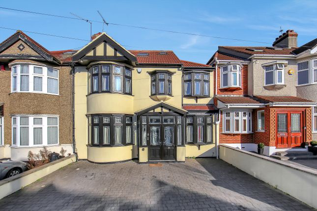 Thumbnail Terraced house for sale in Lakeside Avenue, Redbridge