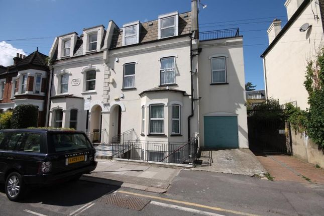 2 bed flat to rent in Merton Road, Wandsworth, London