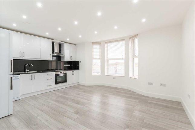 Thumbnail Flat to rent in Askew Road, London