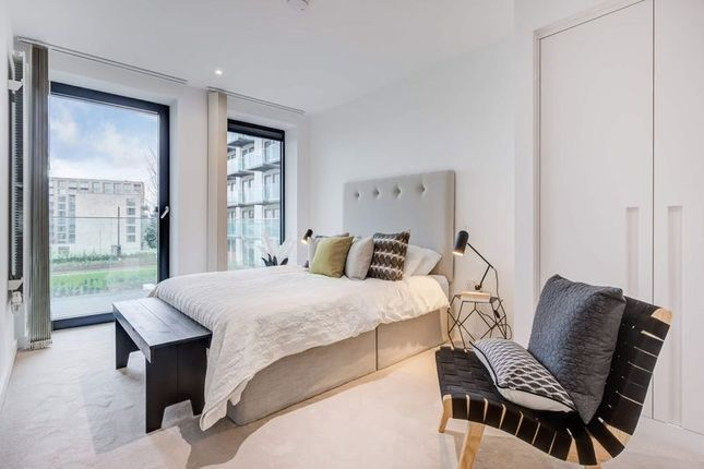 Thumbnail Flat to rent in Shipwright Street, London