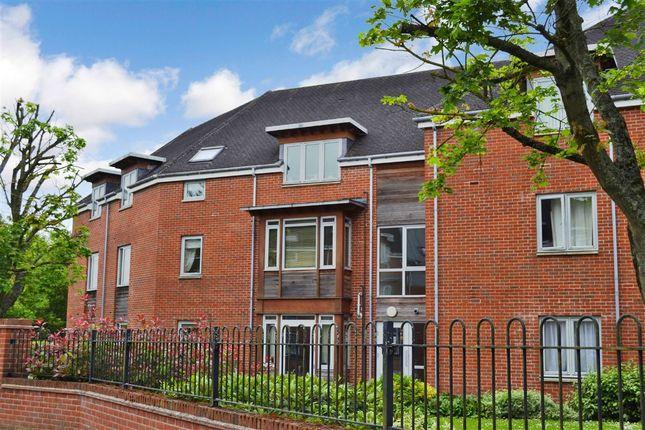 Thumbnail Flat for sale in Thurlow Grange, Newbury