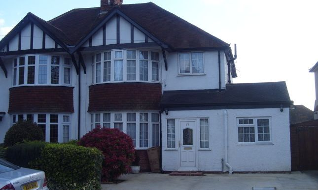 Thumbnail Room to rent in Woodland Drive, Watford