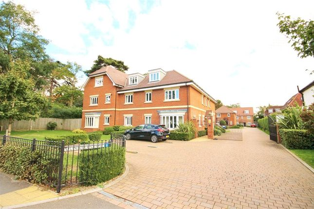 Thumbnail Flat to rent in Dunnell Close, Green Street, Lower Sunbury