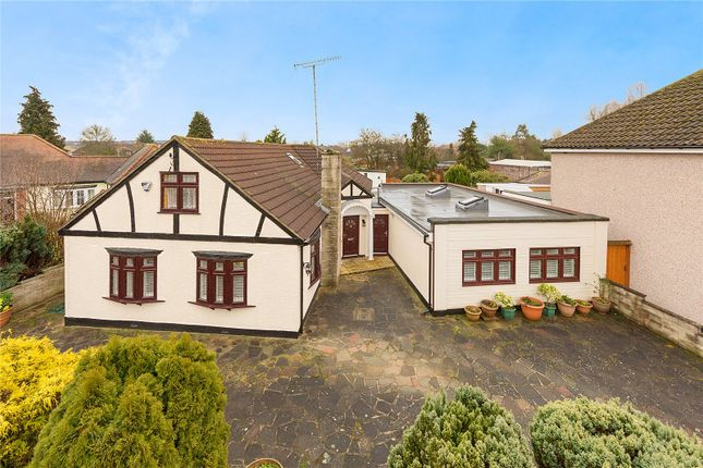 Thumbnail Bungalow for sale in Hamlet Road, Collier Row