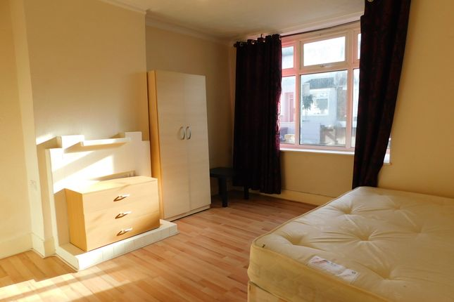 Thumbnail Terraced house to rent in Anne Of Cleves Road, Dartford