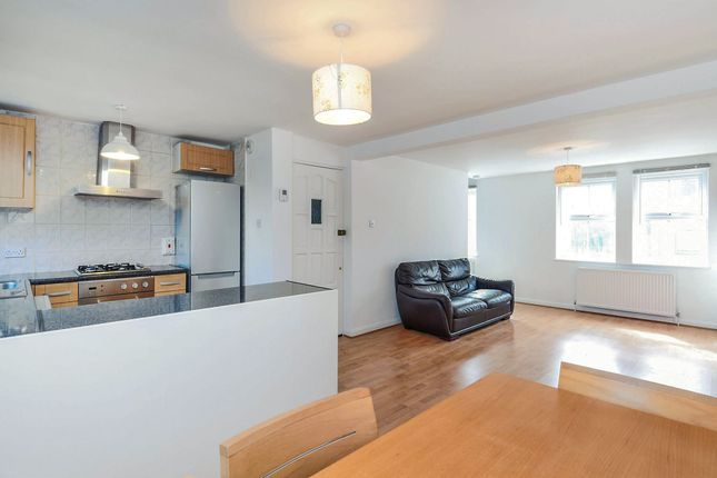 Thumbnail Flat for sale in Oakleigh Road South, London