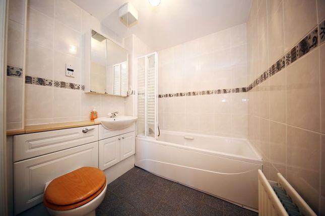 Bathroom of Thorter Row, Dundee DD1