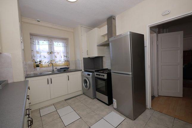 3 bed maisonette to rent in Wilton Estate, Greenwood Road, Hackney, London. E8