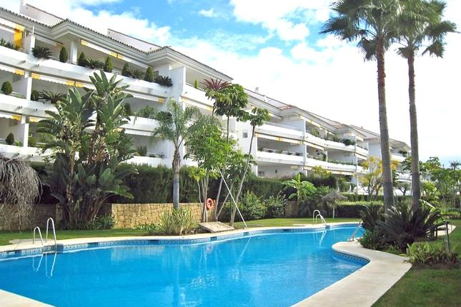 4 bed apartment for sale in Hoyo 15, Guadalmina, Málaga, Andalusia, Spain