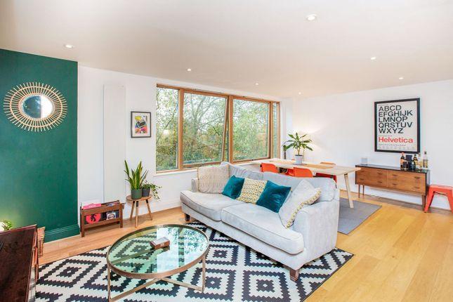 1 bed flat for sale in 142A Lea Bridge Road, London E5