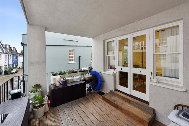 3 bed flat for sale in Belsize Park Gardens, London NW3
