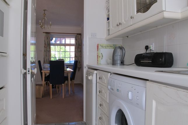 Thumbnail Semi-detached house to rent in Onslow Drive, Thame