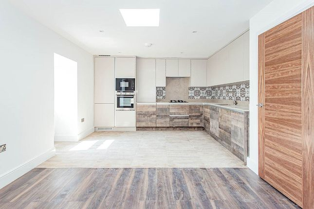 Thumbnail Flat for sale in Hyde Road, Watford, Hertfordshire
