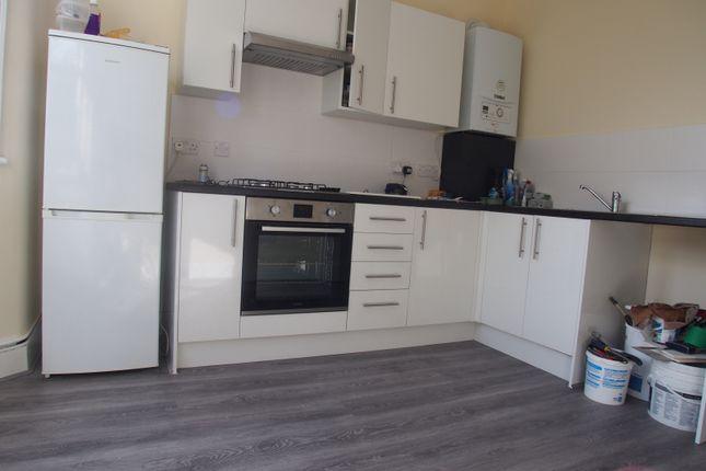 Flat to rent in Westbury Avenue, London