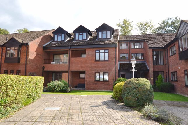 2 bed flat for sale in Snells Wood Court, Little Chalfont, Amersham