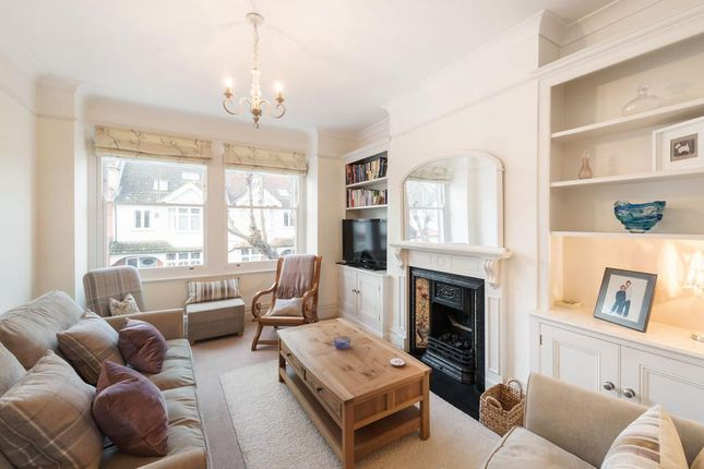2 bed flat to rent in Badminton Road, Balham, London