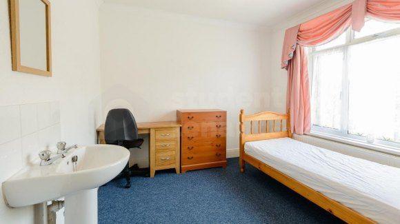 140 Alder Road - Room 6 (Af)