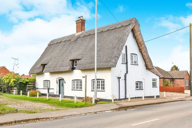 Thumbnail Cottage for sale in Yaxham Road, Dereham