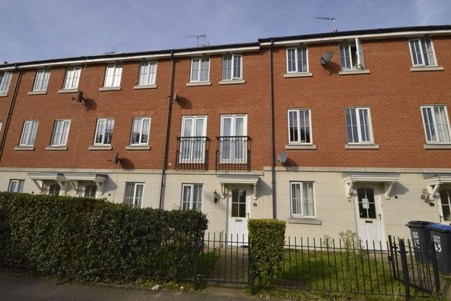 Thumbnail Terraced house for sale in Dragon Road, Hatfield