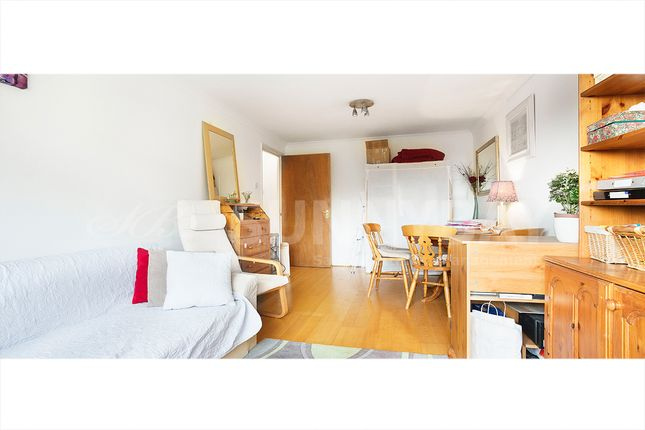 Thumbnail Flat to rent in Queensmere Road, Wimbledon