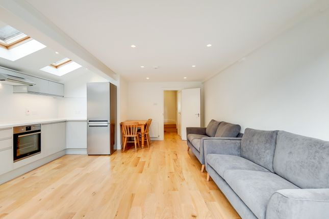 Flat to rent in Hatchard Road, London