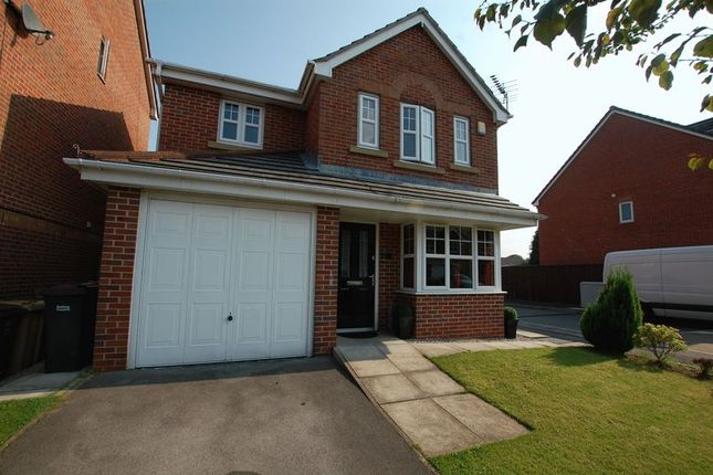 Thumbnail Detached house for sale in Fearney Side, Little Lever, Bolton