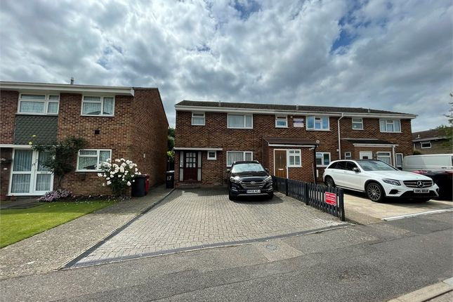 Thumbnail Room to rent in Crown Meadow, Colnbrook, Berkshire