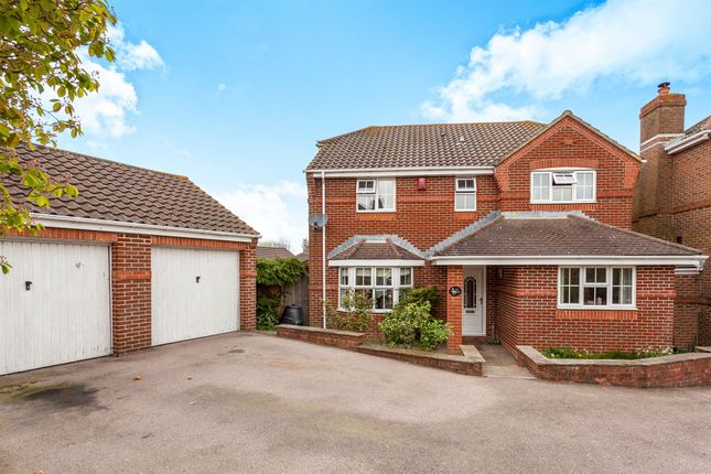 Thumbnail Detached house for sale in Bowater Road, Maidenbower, Crawley