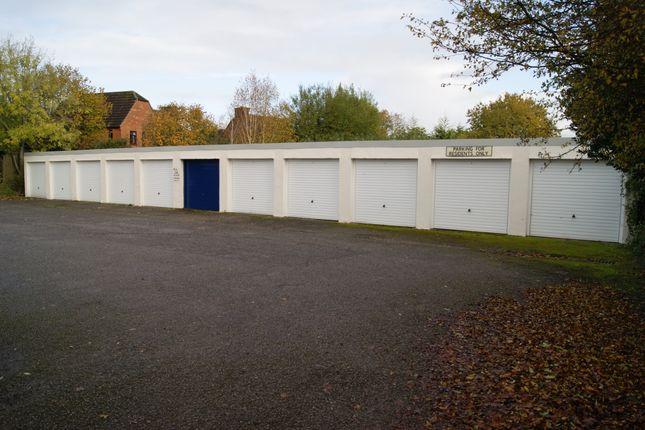 R038 Garages 1-11
