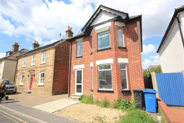 3 bed detached house to rent in Gladstone Road, Parkstone, Poole BH12