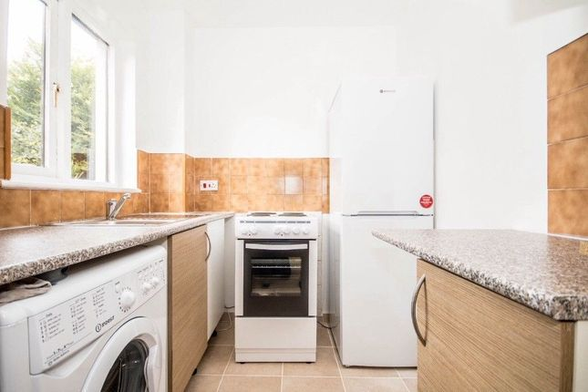 Thumbnail Property to rent in Oxley Close, London