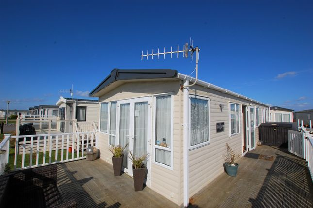Thumbnail Mobile/park home for sale in Sandy Point Lane, Selsey