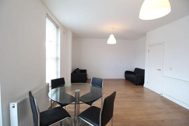 2 bed flat to rent in Hanley Road, London N4