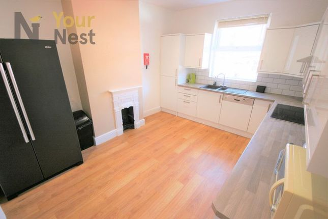 Thumbnail Shared accommodation to rent in Stanningly Road, Leeds, 3Qw. Room Share.