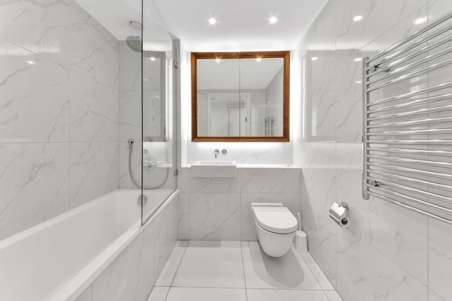 Bathroom of Sky Gardens, Wandsworth Road, Nine Elms SW8
