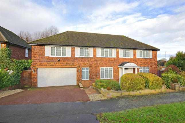 Thumbnail Detached house for sale in Summer Hill, Elstree, Borehamwood