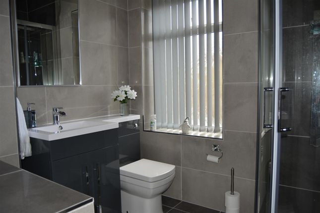 House Bathroom of Lister Street, Moldgreen, Huddersfield HD5