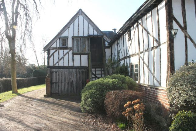 Thumbnail Studio to rent in Eastbourne Road, Newchapel, Lingfield