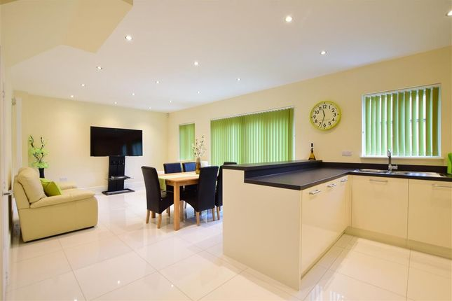 Thumbnail Detached house for sale in Hilton Close, Halling, Rochester, Kent