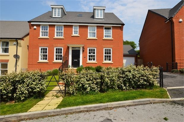 Thumbnail Detached house for sale in Beacon Drive, Highweek, Newon Abbot, Devon.