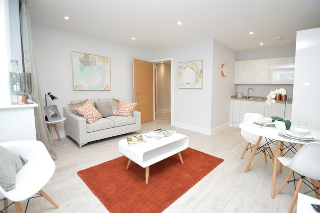 Thumbnail Flat for sale in Lilys Walk, Centre Square, High Wycombe