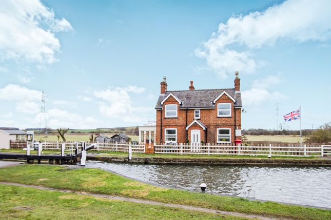 Thumbnail Detached house for sale in Canal Bank, Loughborough