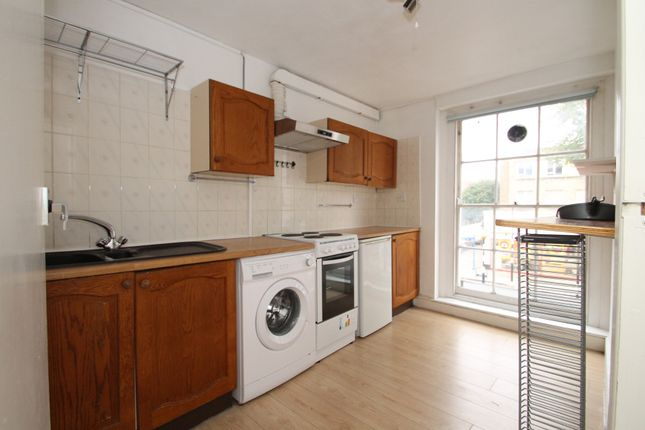 Flat to rent in Caledonian Road, Islington