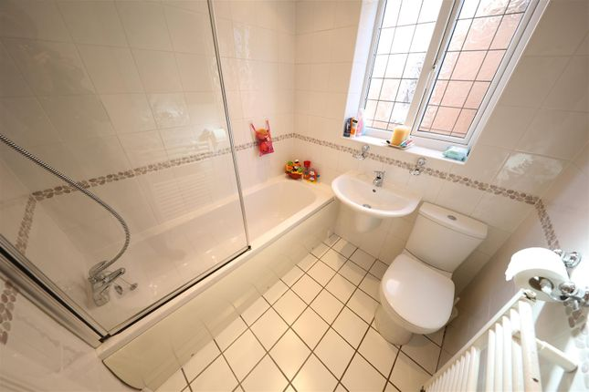 Bathroom of Orkney Close, Hull HU8