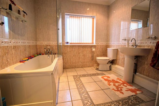 Bathroom of Argyle Street, Gorse Hill, Swindon SN2