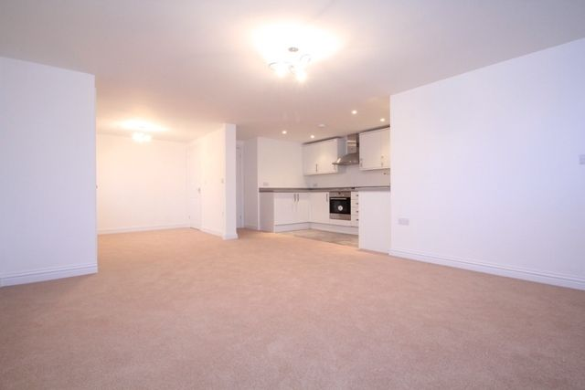 Thumbnail Flat to rent in Shipton Road, Woodstock