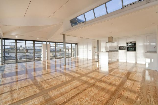 Thumbnail Property to rent in Great Sutton Street, London